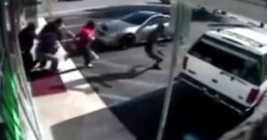 [VIDEO] Criminals Tend To Run Away Quickly When People Shoot Back