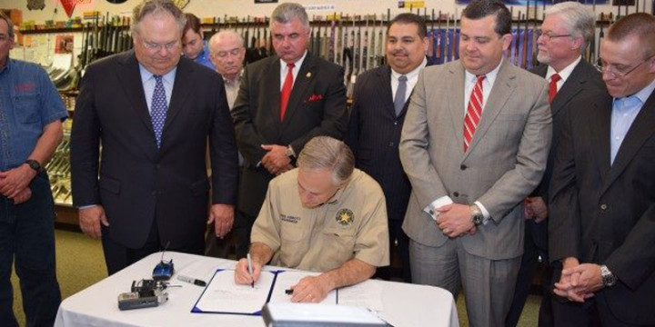 Abbott signs Texas Open Carry into Law 640x427