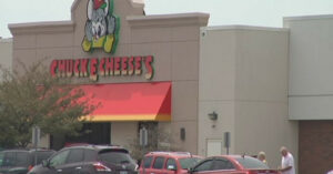 "Chuck E. Cheese's Refuses To Serve Uniformed Officer Due To ""No Guns"" Policy"