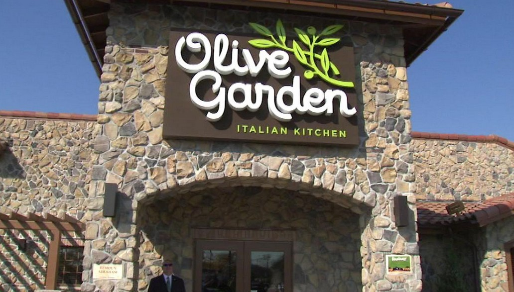 Bad Pr On Duty Officer Asked To Leave Olive Garden Because He Was Armed Concealed Nation