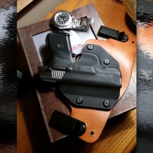 DIGTHERIG – This Guy and his Glock 19 in an Unknown Holster