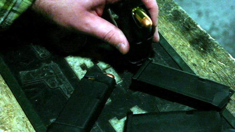 glock36-loading-magazines