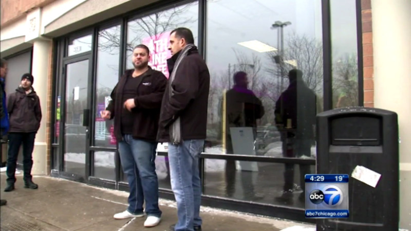 Armed T Mobile Employee Defends Entire Store Against Armed Robbers