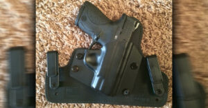 #DIGTHERIG – Kelly and her Smith & Wesson M&P Shield 9mm
