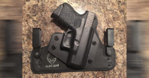 #DIGTHERIG – Ryan and his Glock 26 in an Alien Gear Holster