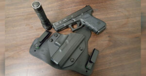 #DIGTHERIG – Steve and his Glock 23 in an Alien Gear Holster