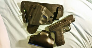 #DIGTHERIG – This Guy and his S&W M&P Shield .40 in a DeSantis Appendix Holster and an Alien Gear Holster