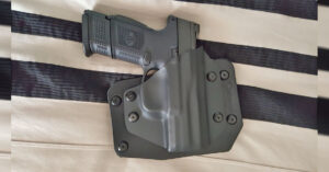 #DIGTHERIG – Nick and his FNH FNS 40c in an Alien Gear Holster
