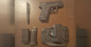 #DIGTHERIG – Debora and her Smith and Wesson M&P Shield 40 in an Alien Gear Holster