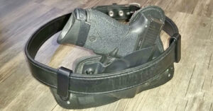 #DIGTHERIG – This Guy and his Smith & Wesson M&P Shield 9mm in an Alien Gear Holster
