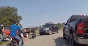 Motorcyclists Get Into Awful Scrap On Oklahoma Roadside… Footage Is Awful
