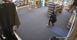 [VIDEO] Employee And Thug Exchange Gunfire In Smoke Shop Robbery Attempt