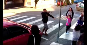 [VIDEO] Watch This Armed Brazilian Woman Surprise This Armed Thug In A Country With Hardly Any Armed Citizens