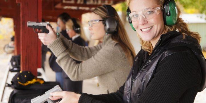 Womenbuyingguns