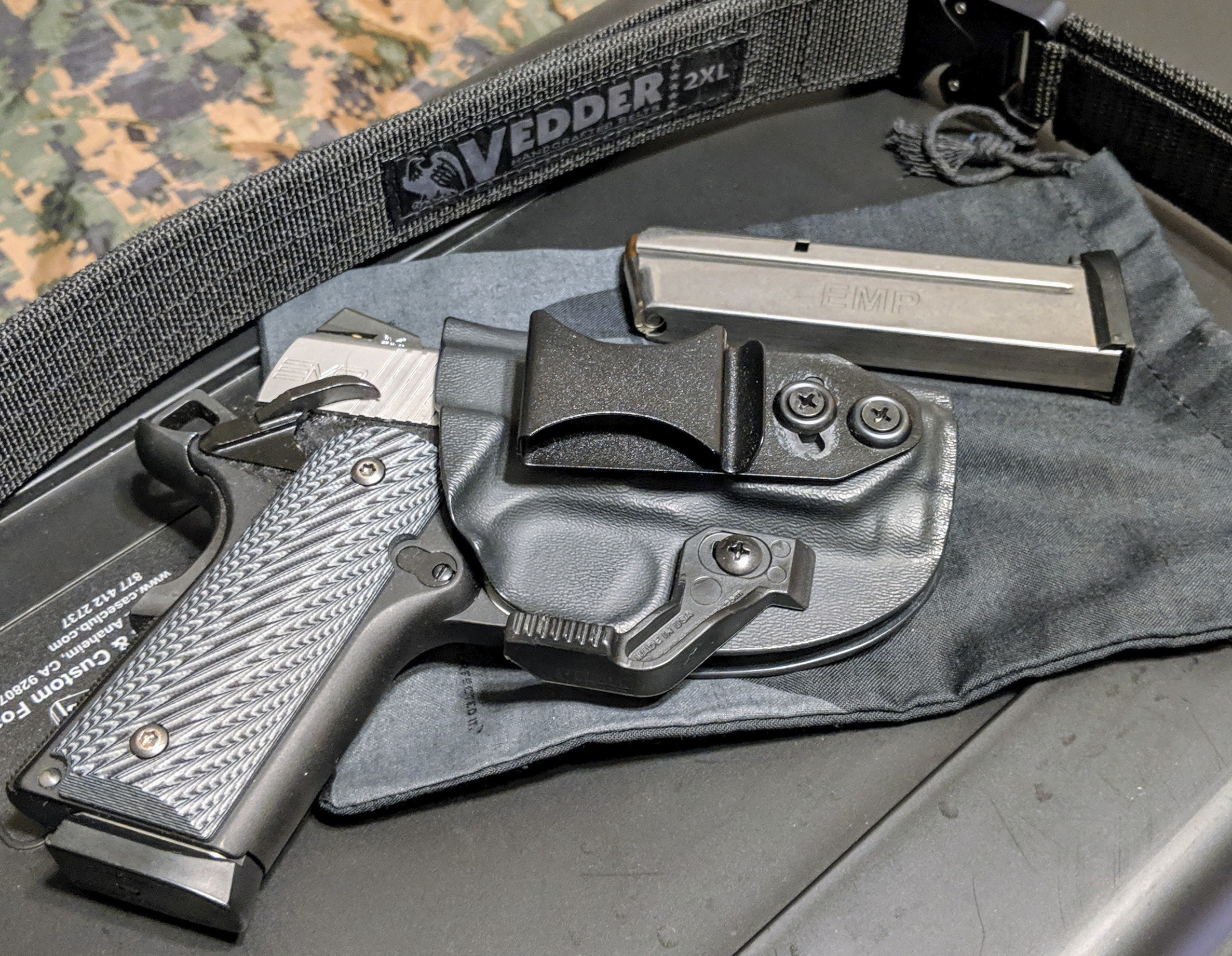 DIGTHERIG – Chris and his Springfield Armory EMP 9mm in a