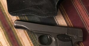 #DIGTHERIG – Beth and her Browning .380 in a Galco Holster