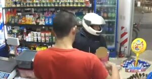 [VIDEO] Karma: Armed Robber Shoots Himself In The Leg, Later Dies At The Hospital