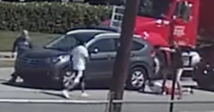 *WATCH* Armed Citizen Draws Gun, Holds Man Down, Then Shoots Another Man Advancing On Him